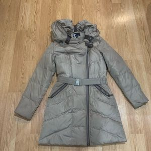Warmest down coat with collapsible hood